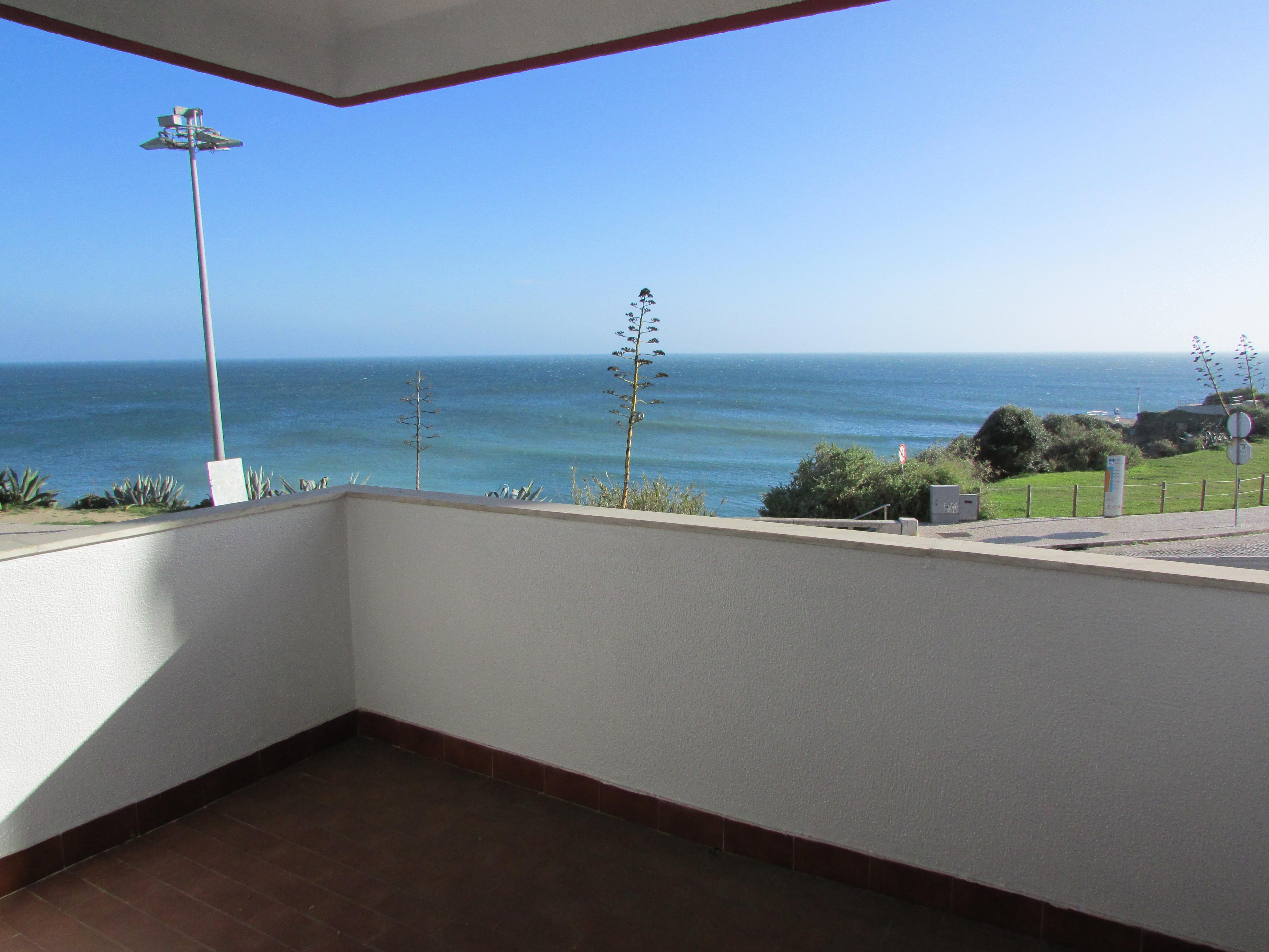 Apartamento por un Venta en Flat, 3 bedrooms, for Sale Cascais, Lisboa, 2765-552 Portugal