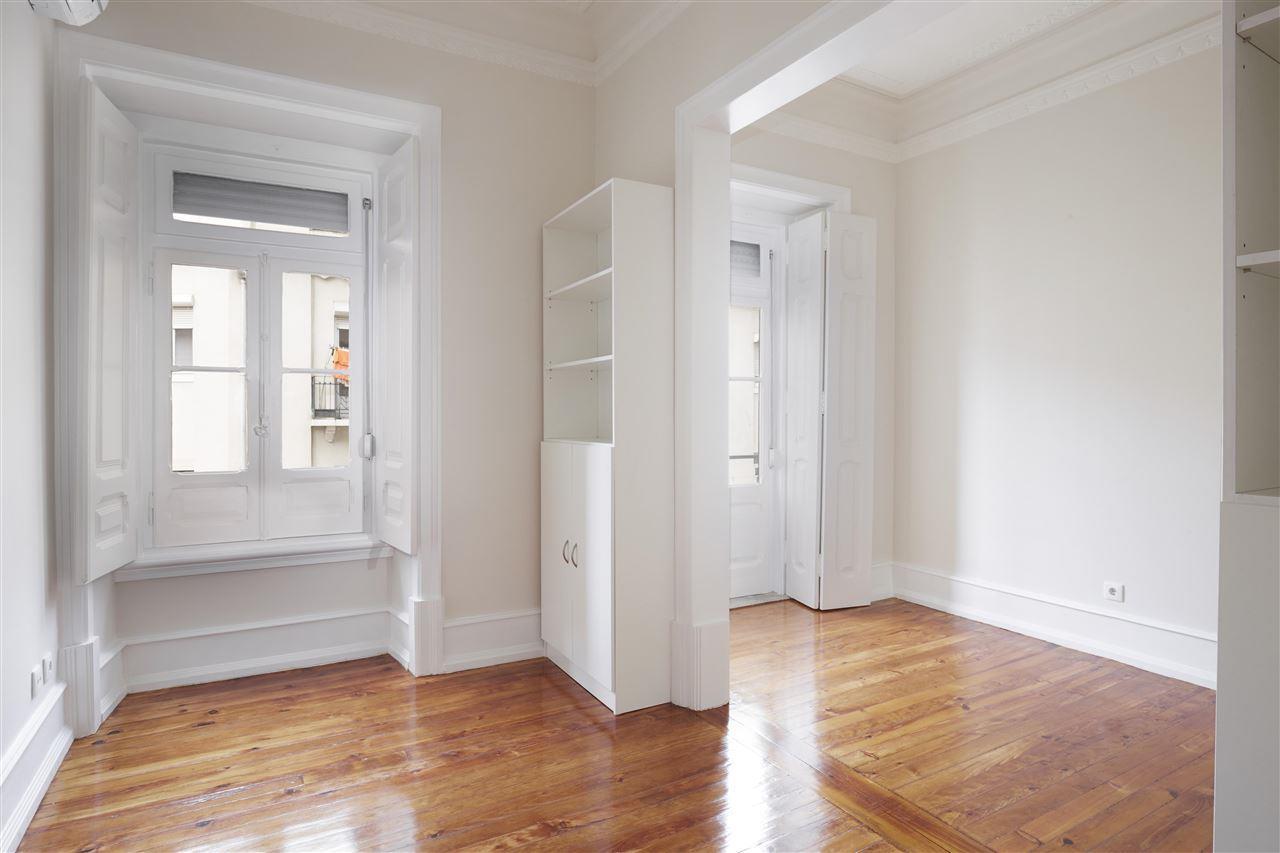 Apartamento para Venda às Flat, 3 bedrooms, for Sale Lisboa, Lisboa, 1170-202 Portugal