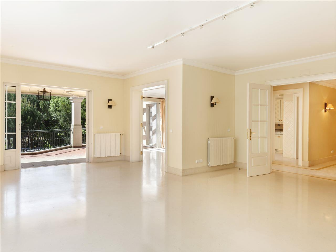 Property For Sale at Flat, 3 bedrooms, for Sale