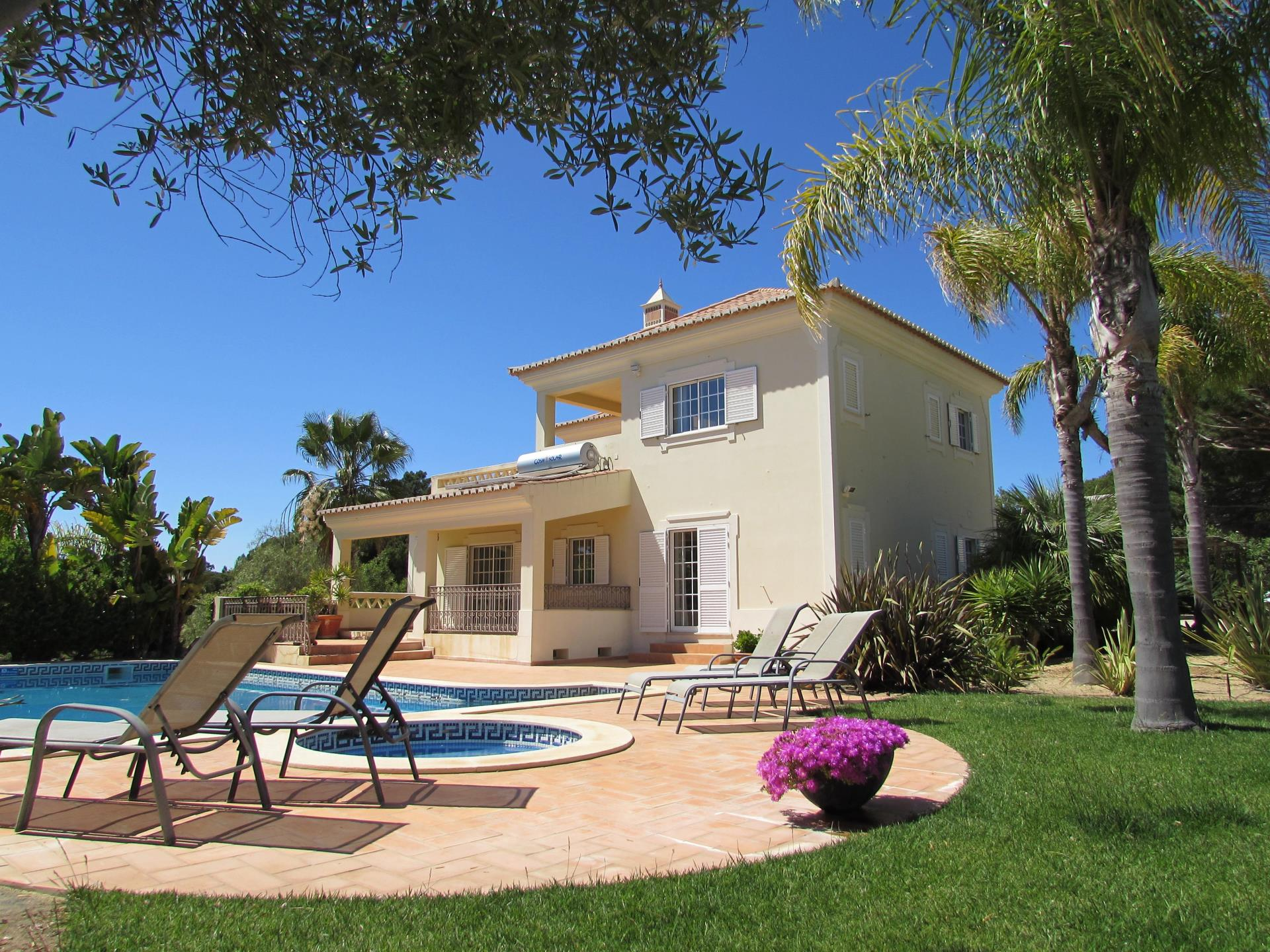 Casa Unifamiliar por un Venta en Detached house, 4 bedrooms, for Sale Loule, Algarve Portugal