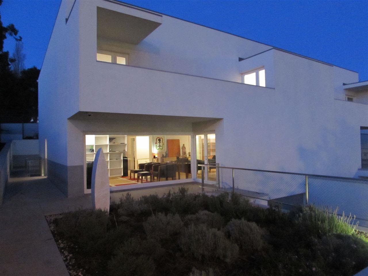 Vivienda unifamiliar por un Venta en Semi-detached house, 5 bedrooms, for Sale Porto, Porto, 4100-122 Portugal