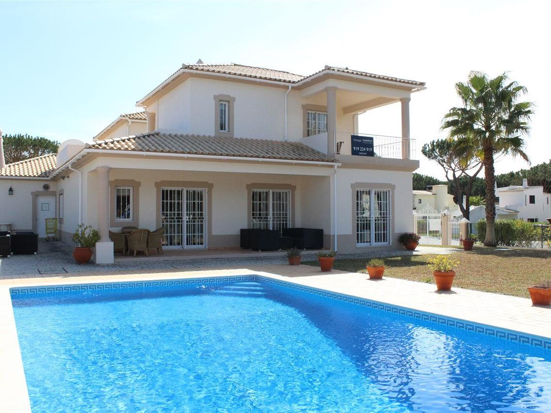 Moradia para Venda às Detached house, 5 bedrooms, for Sale Loule, Algarve Portugal