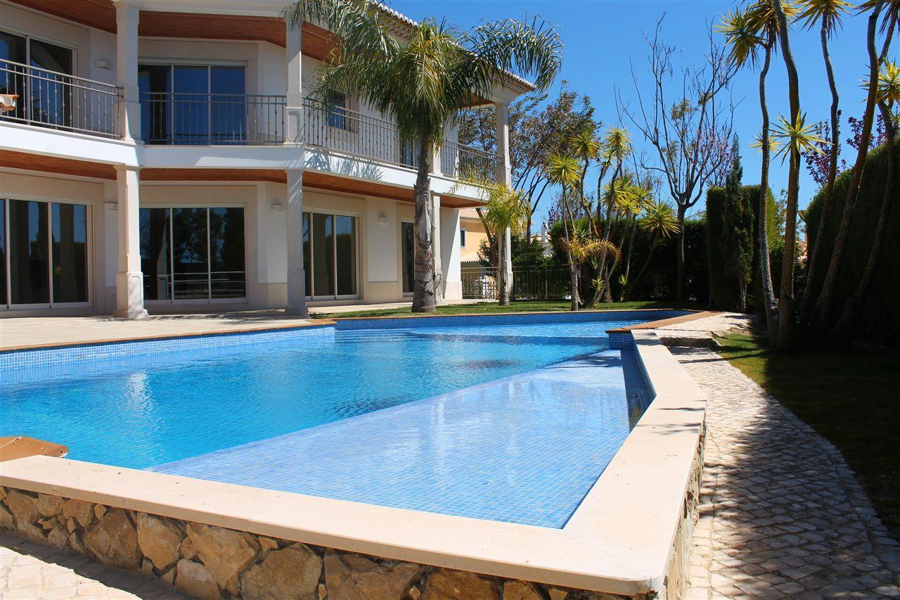 Vivienda unifamiliar por un Venta en Detached house, 4 bedrooms, for Sale Albufeira, Algarve 8200-427 Portugal