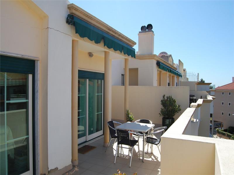 Wohnung für Verkauf beim Flat, 3 bedrooms, for Sale Guia, Cascais, Lissabon Portugal