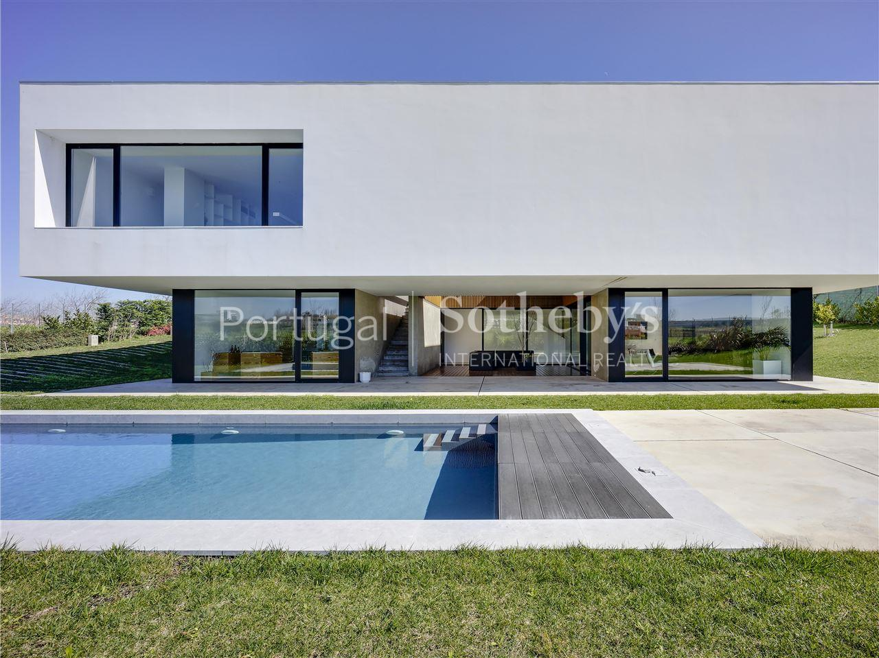 Property Of Detached house, 3 bedrooms, for Sale