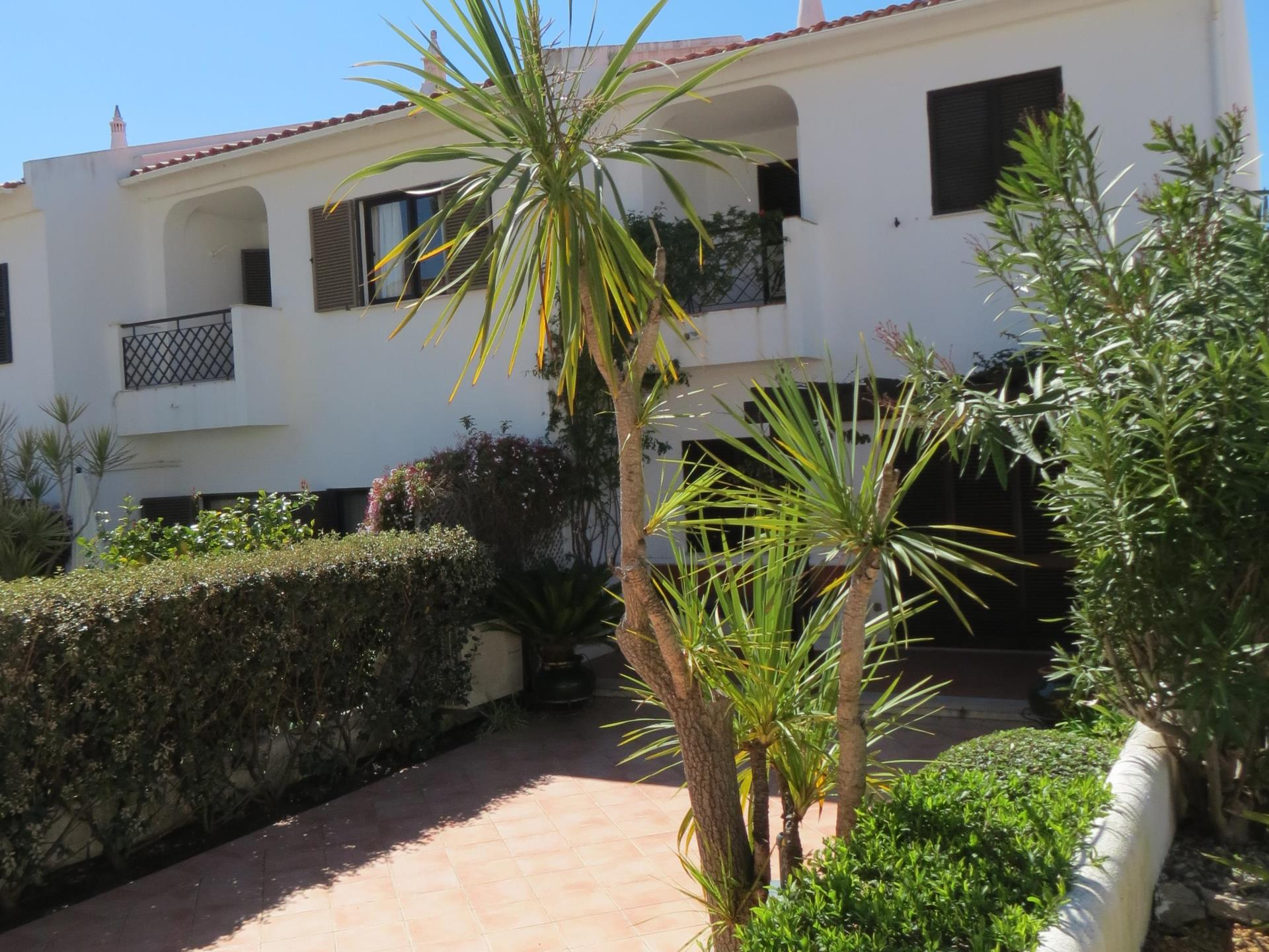 Tek Ailelik Ev için Satış at Semi-detached house, 2 bedrooms, for Sale Loule, Algarve Portekiz