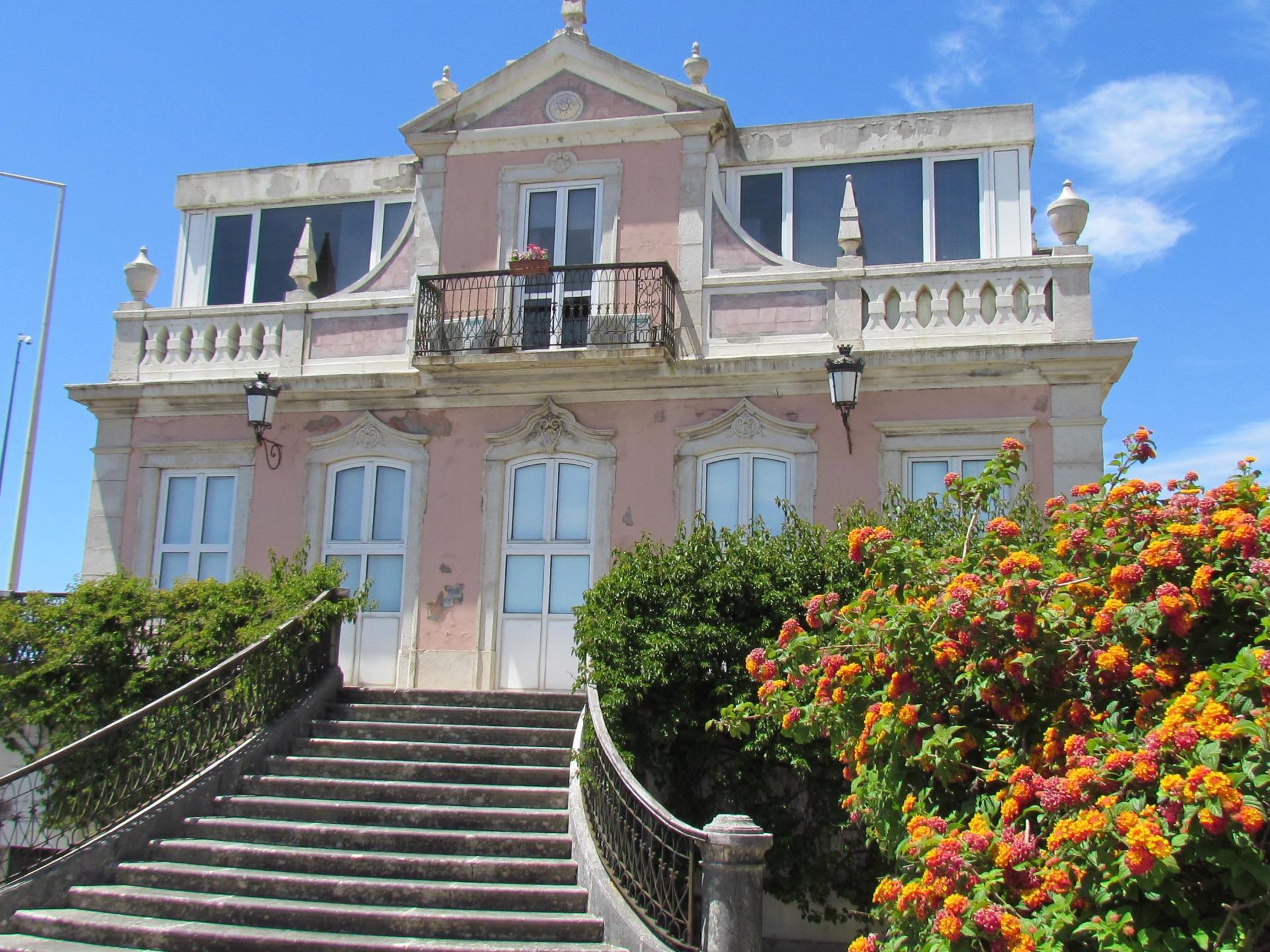 Appartement pour l Vente à Flat, 3 bedrooms, for Sale Caxias, Oeiras, Lisbonne Portugal