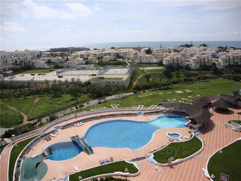 Appartement pour l Vente à Loft, 2 bedrooms, for Sale Albufeira, Algarve Portugal