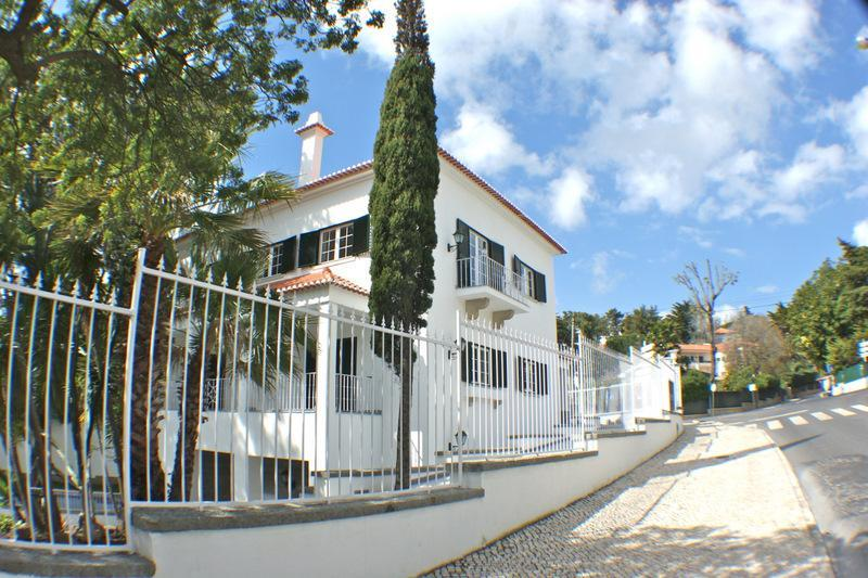 sales property at House, 8 bedrooms, for Sale