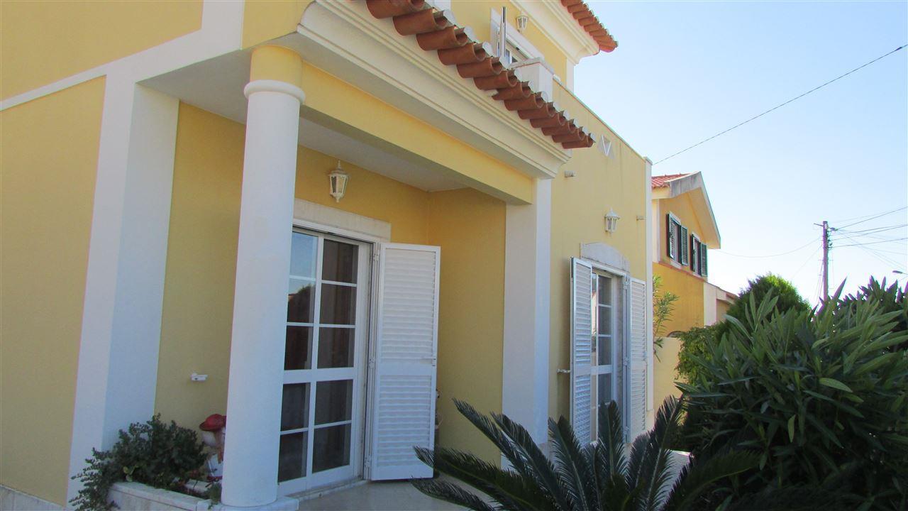 Vivienda unifamiliar por un Venta en House, 4 bedrooms, for Sale Cascais, Lisboa 2645-062 Portugal