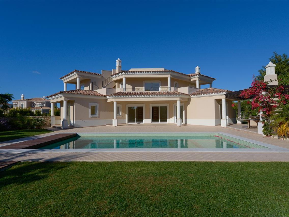 Nhà ở một gia đình vì Bán tại Detached house, 4 bedrooms, for Sale Loule, Algarve Bồ Đào Nha