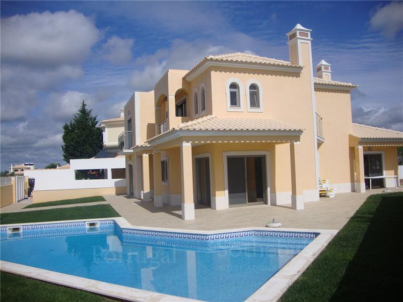 Maison unifamiliale pour l Vente à House, 4 bedrooms, for Sale Albufeira, Algarve Portugal