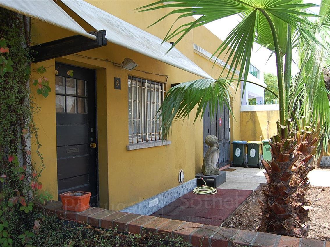 Maison unifamiliale pour l Vente à Semi-detached house, 2 bedrooms, for Sale Campolide, Lisboa, Lisbonne Portugal
