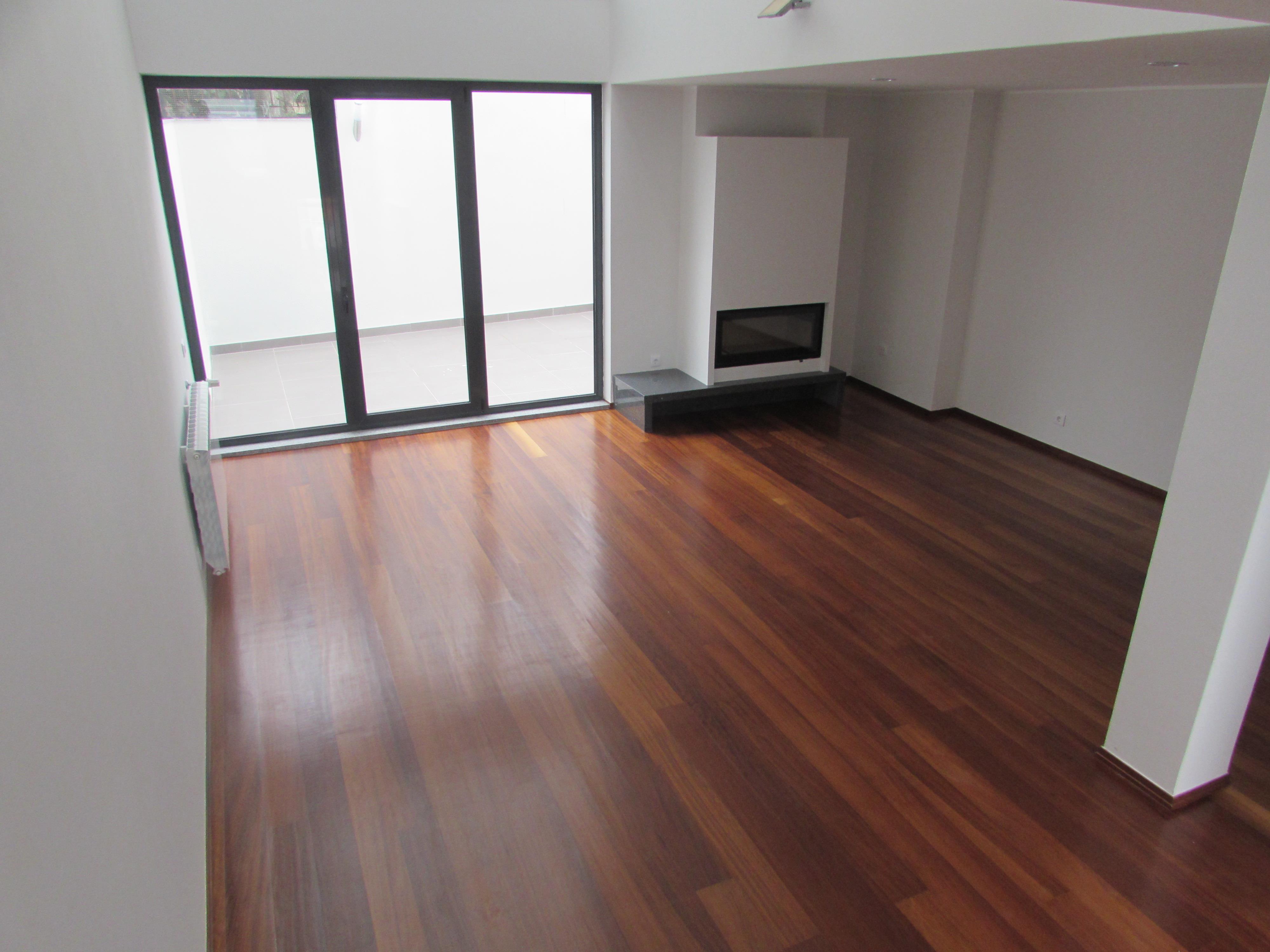 Casa para uma família para Venda às Terraced house, 5 bedrooms, for Sale Porto, Porto 4150-751 Portugal