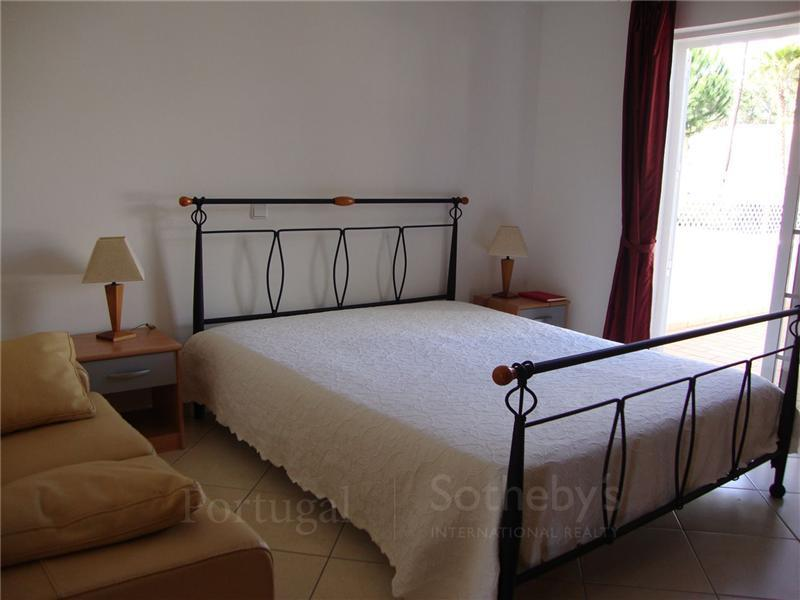 Property Of Terraced house, 2 bedrooms, for Sale