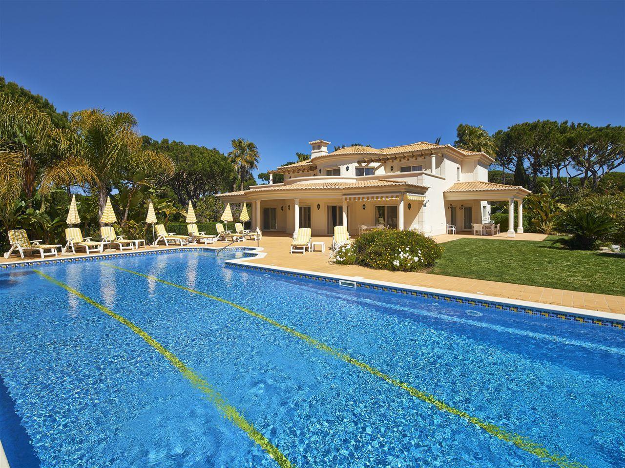 Moradia para Venda às Detached house, 5 bedrooms, for Sale Loule, Algarve Portugal