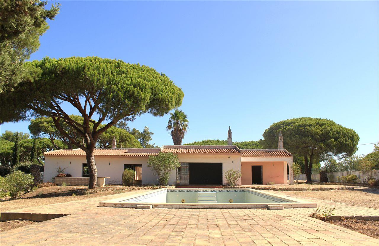 Single Family Home for Sale at Detached house to restore, 4 bedrooms, for Sale Loule, Algarve, 8125-020 Portugal