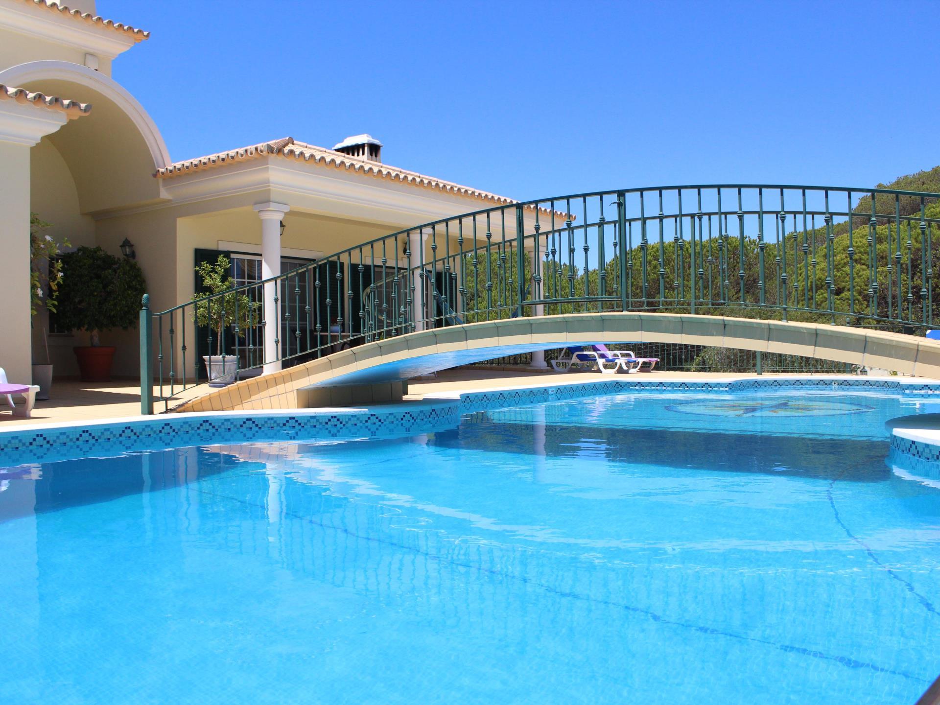 Casa para uma família para Venda às Detached house, 8 bedrooms, for Sale Loule, Algarve Portugal