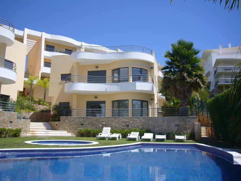 Appartement pour l Vente à Flat, 4 bedrooms, for Sale Albufeira, Algarve Portugal