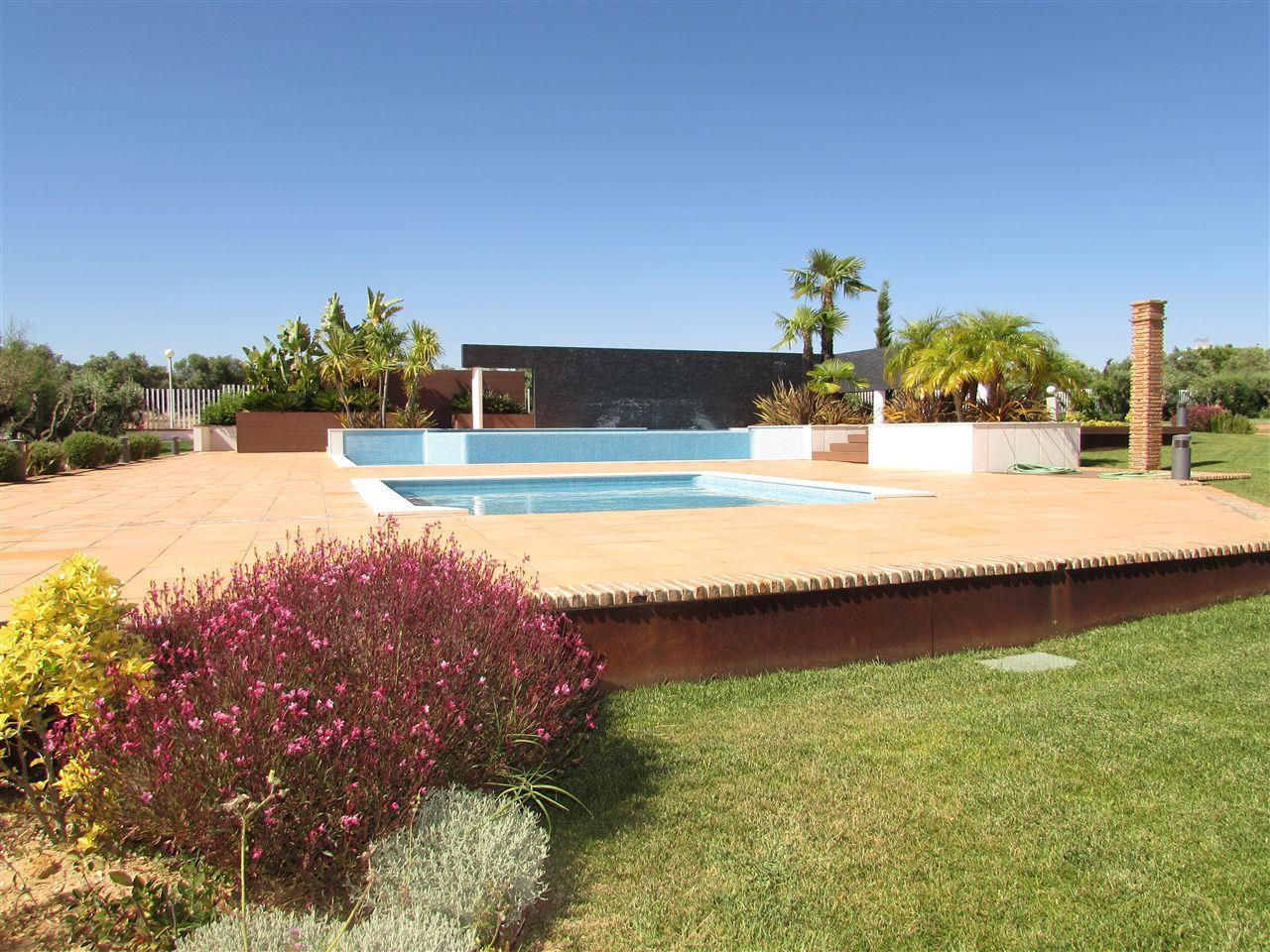 獨棟家庭住宅 為 出售 在 Terraced house, 5 bedrooms, for Sale Loule, Algarve 葡萄牙