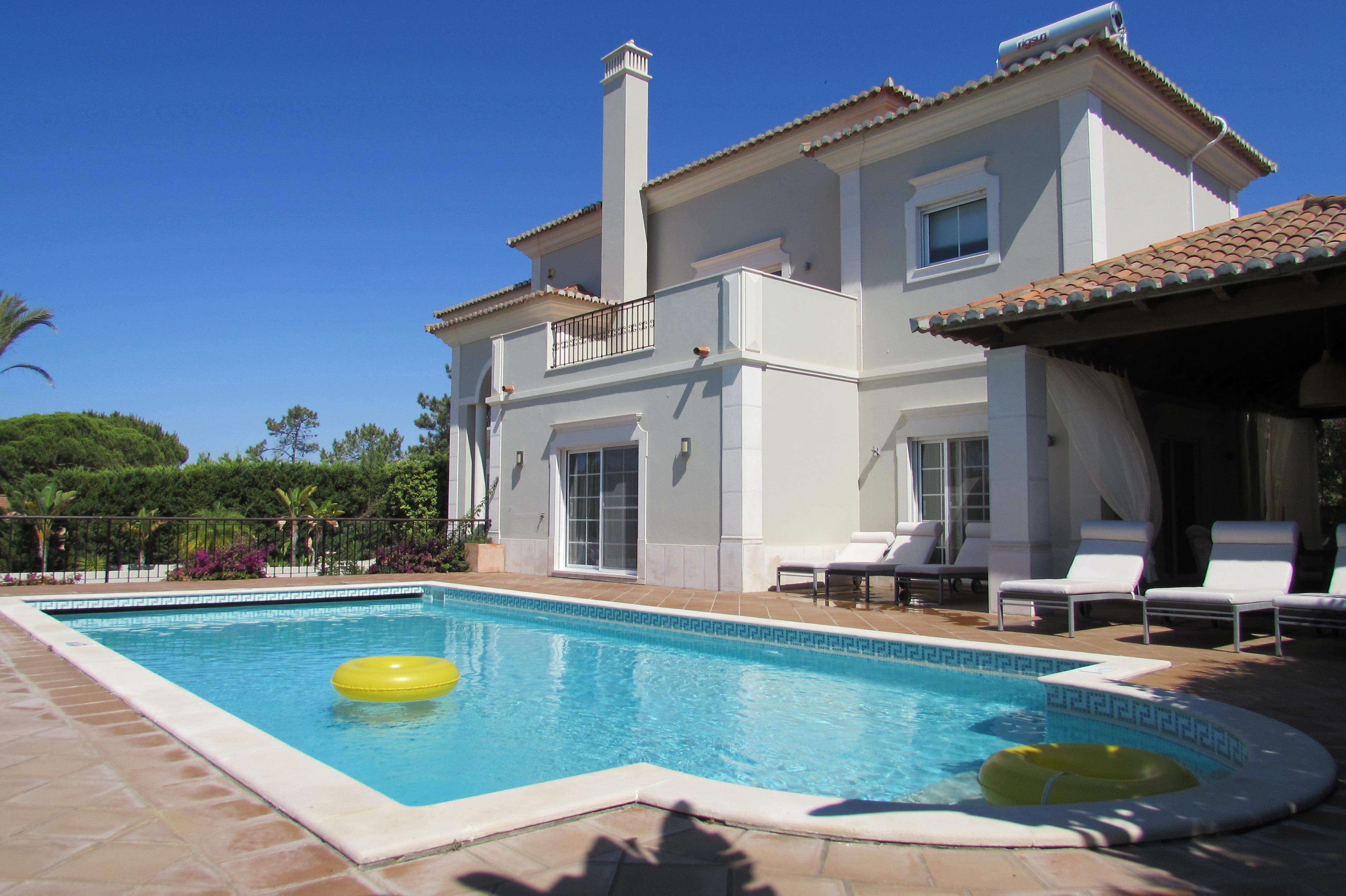 Casa para uma família para Venda às Detached house, 4 bedrooms, for Sale Loule, Algarve, Portugal
