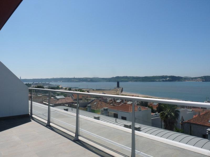 Appartement pour l Vente à Flat, 2 bedrooms, for Sale Alto Sta Catarina, Oeiras, Lisbonne Portugal