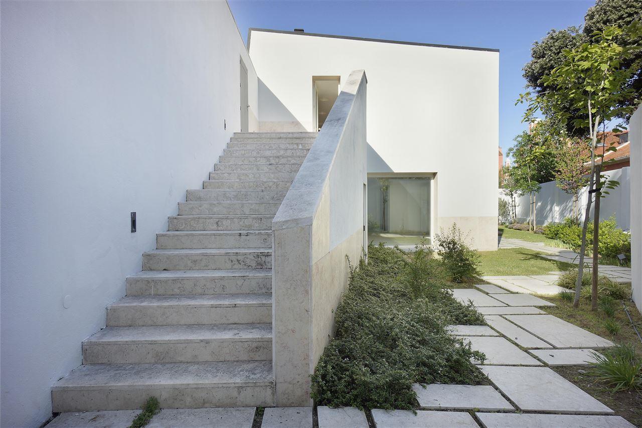 Villa per Vendita alle ore House, 4 bedrooms, for Sale Lisboa, Lisbona 1200-776 Portogallo