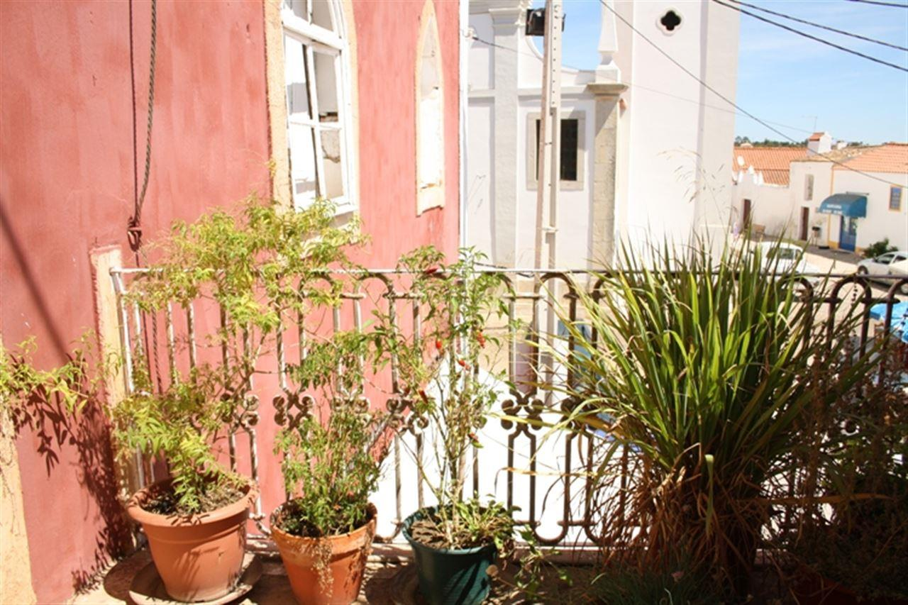 獨棟家庭住宅 為 出售 在 Detached house to restore, 17 bedrooms, for Sale Silves, Algarve, 8365-000 葡萄牙