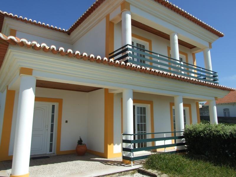 Tek Ailelik Ev için Satış at House, 4 bedrooms, for Sale Praia Das Macas, Sintra, Lisboa Portekiz