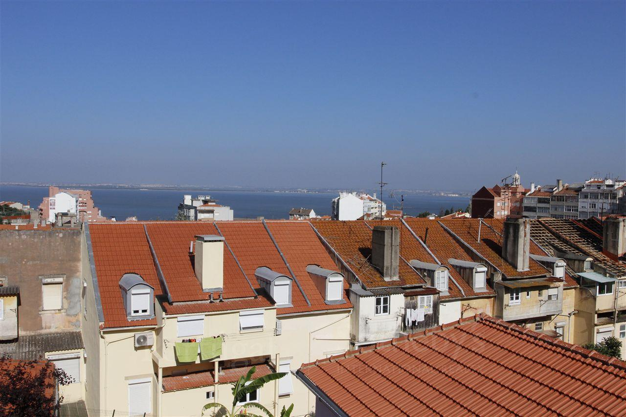 Apartment for Sale at Flat, 4 bedrooms, for Sale Lisboa, Lisboa, 1170-165 Portugal