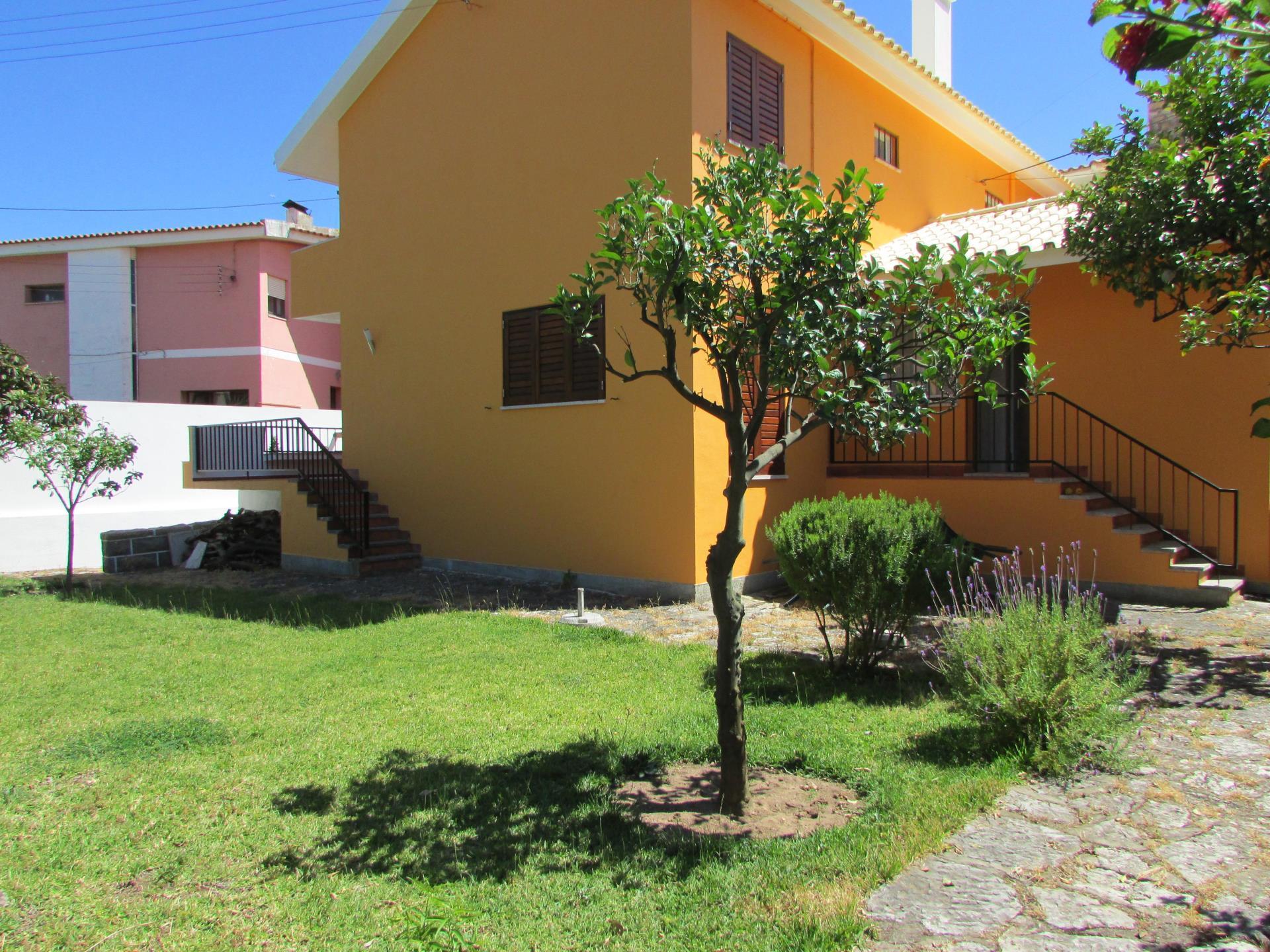 Vivienda unifamiliar por un Venta en House, 4 bedrooms, for Sale Sao Joao Estoril, Cascais, Lisboa Portugal