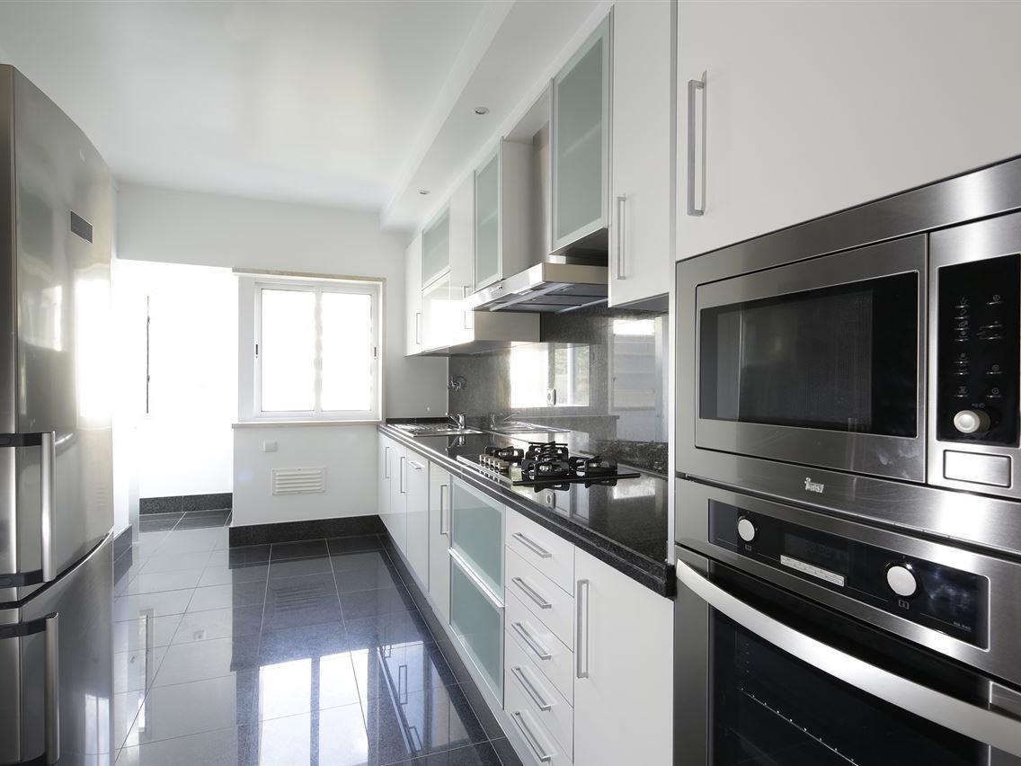 Apartamento por un Venta en Flat, 4 bedrooms, for Sale Estoril, Cascais, Lisboa Portugal