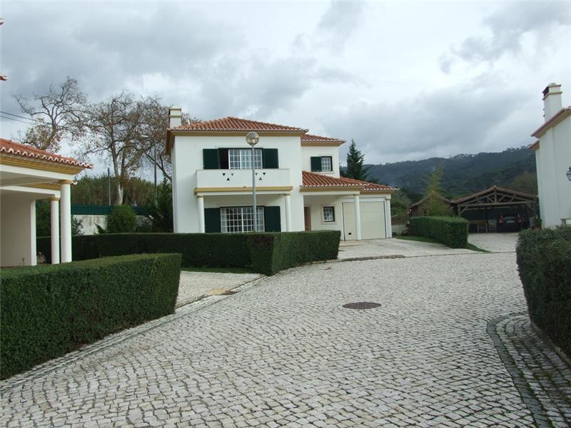 Casa para uma família para Venda às House, 3 bedrooms, for Sale Sintra, Lisboa Portugal