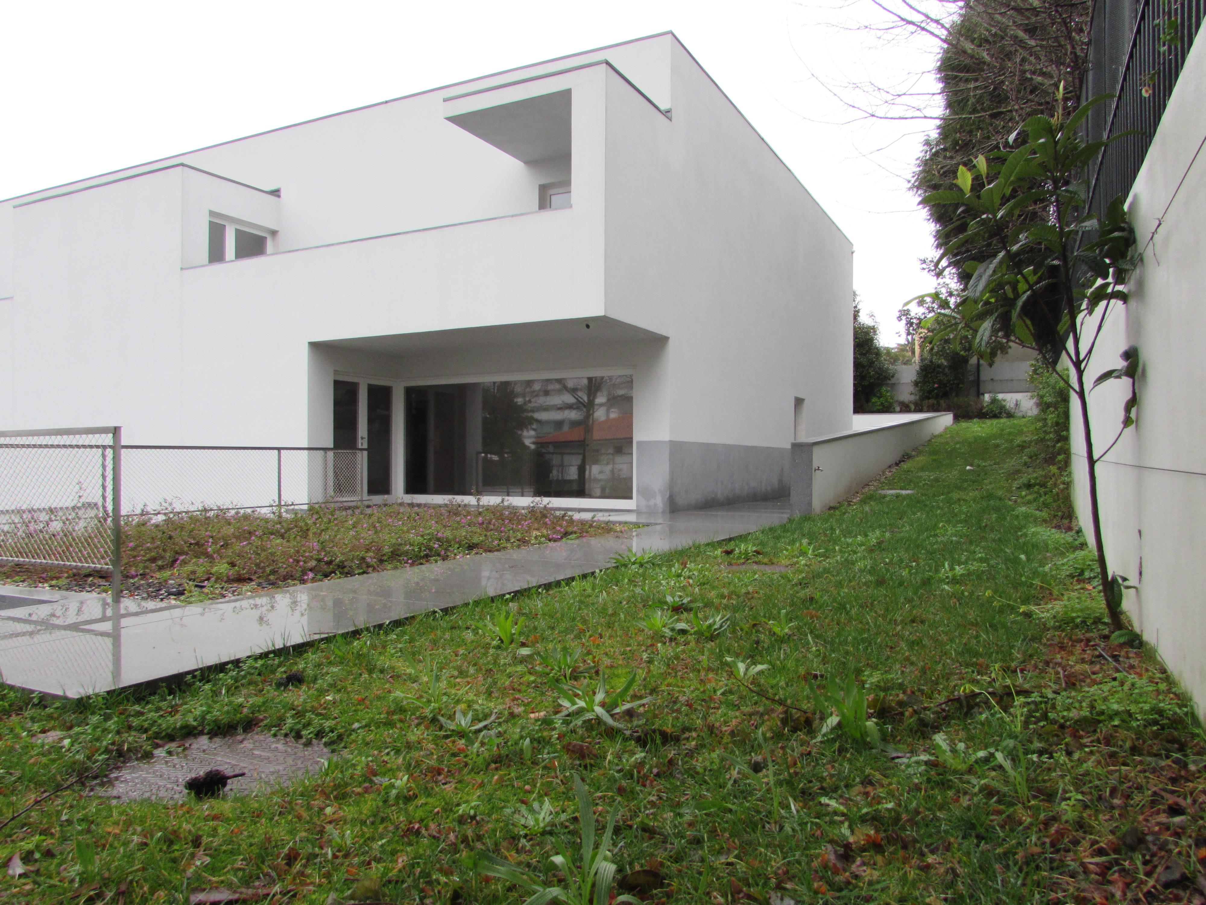 단독 가정 주택 용 매매 에 Semi-detached house, 5 bedrooms, for Sale Porto, 포트토, 4100-122 포르투갈