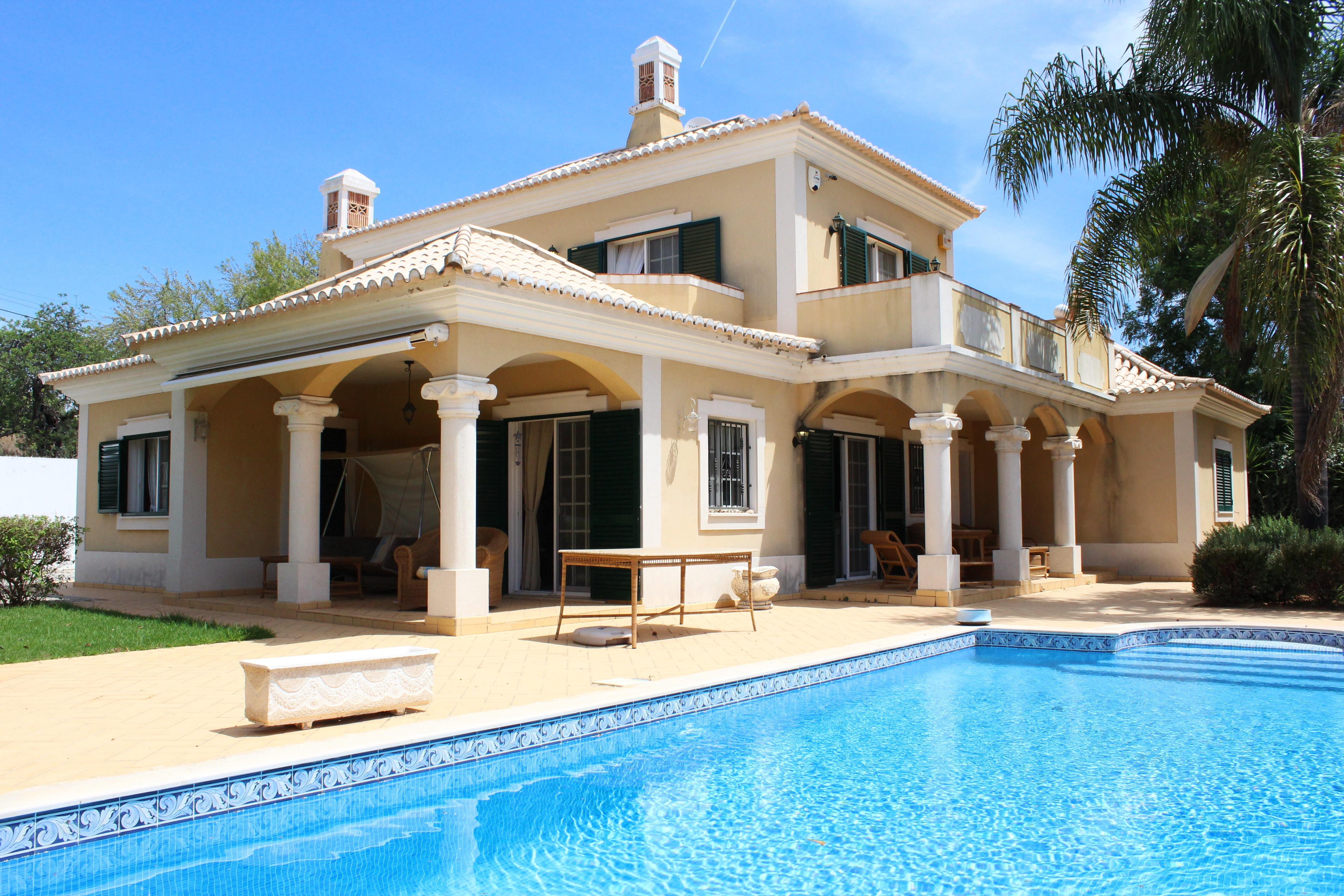 Single Family Home for Sale at Detached house, 3 bedrooms, for Sale Loule, Algarve, 8100-256 Portugal