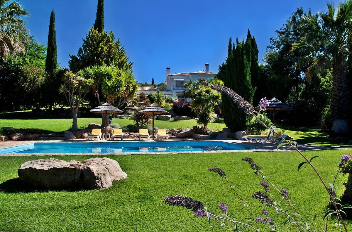 Частный односемейный дом для того Продажа на Detached house, 5 bedrooms, for Sale Faro, Algarve 8005-417 Португалия
