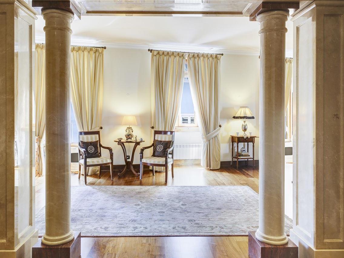 Appartement pour l Vente à Flat, 3 bedrooms, for Sale Lapa, Lisboa, Lisbonne Portugal