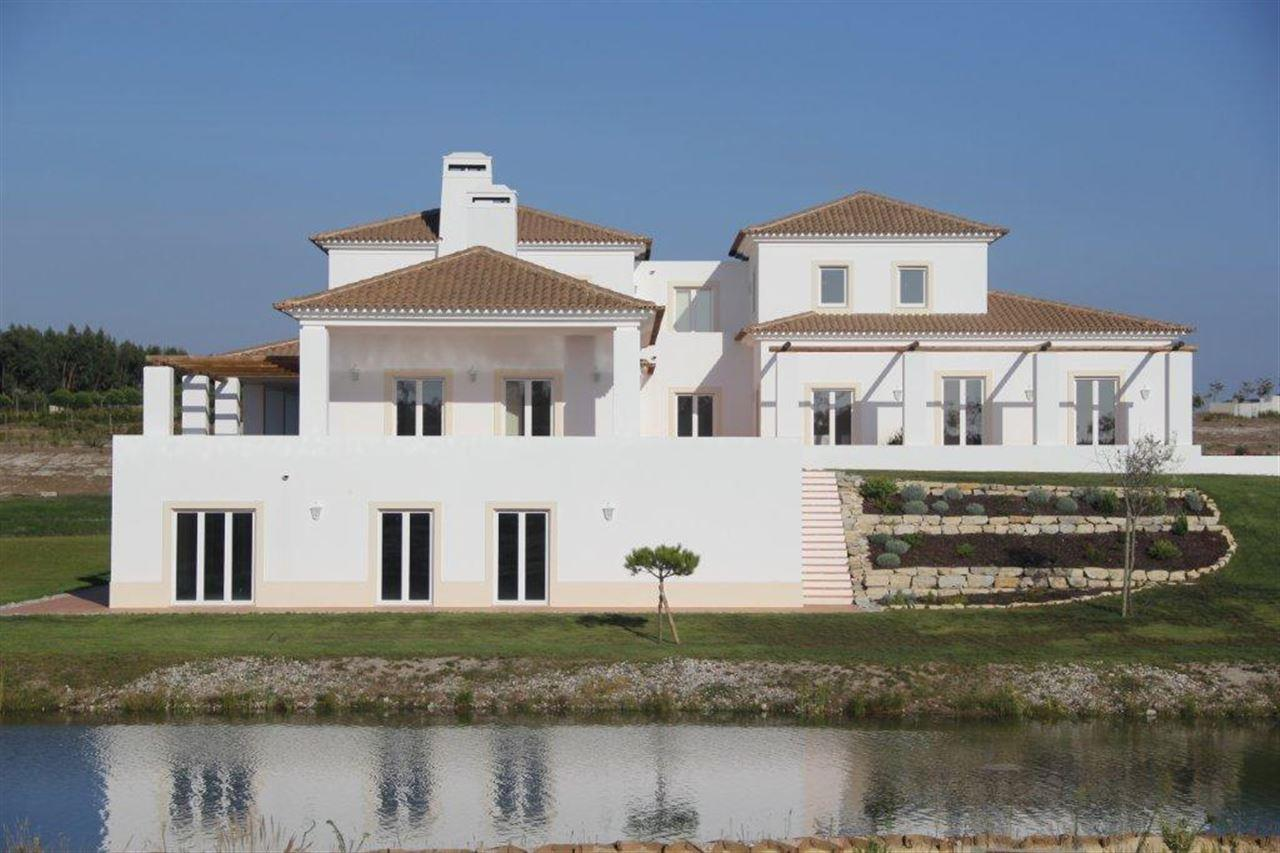 Single Family Home for Sale at House, 7 bedrooms, for Sale Other Portugal, Other Areas In Portugal, 2510-665 Portugal