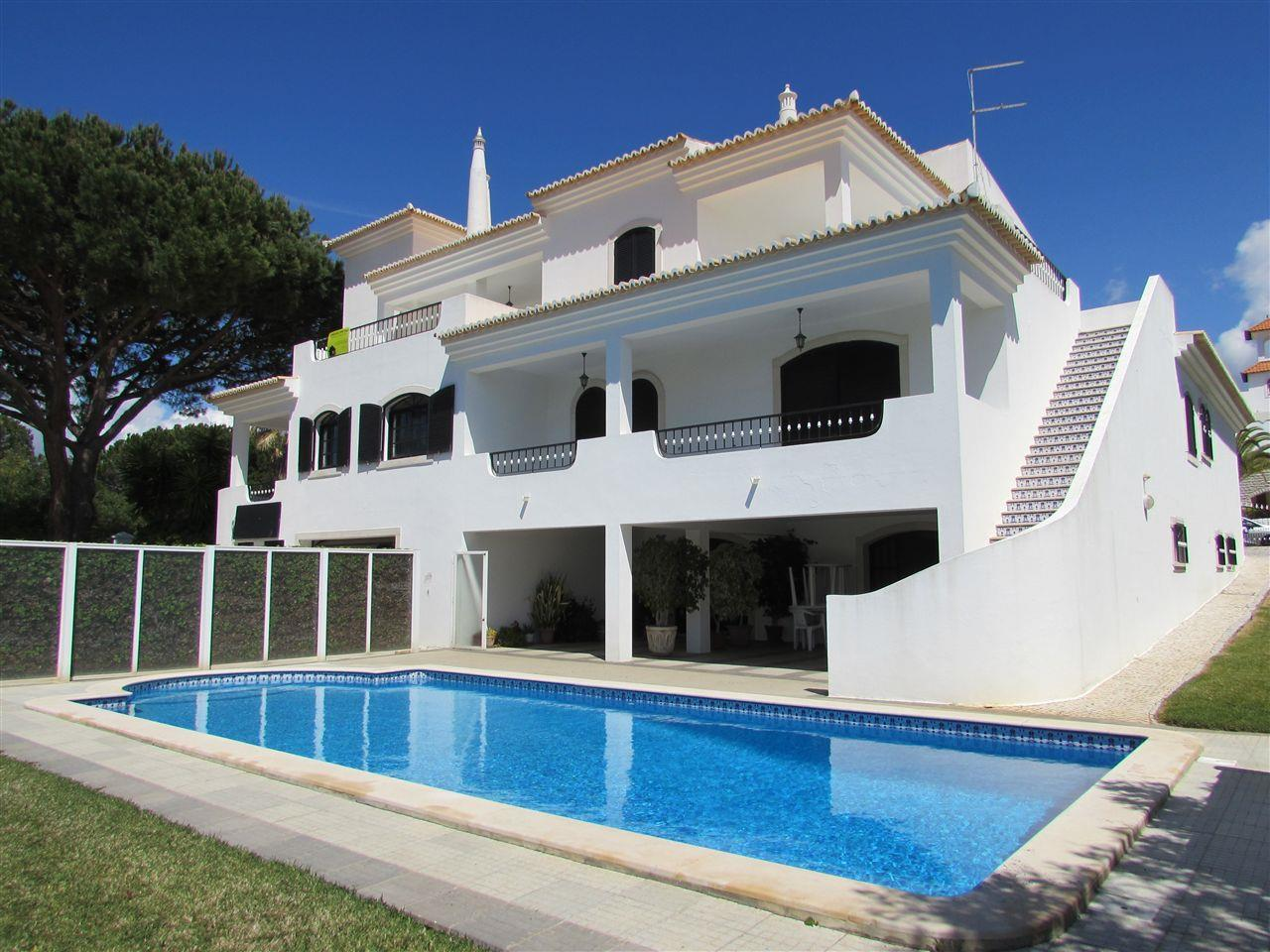 Moradia para Venda às Detached house, 7 bedrooms, for Sale Loule, Algarve Portugal