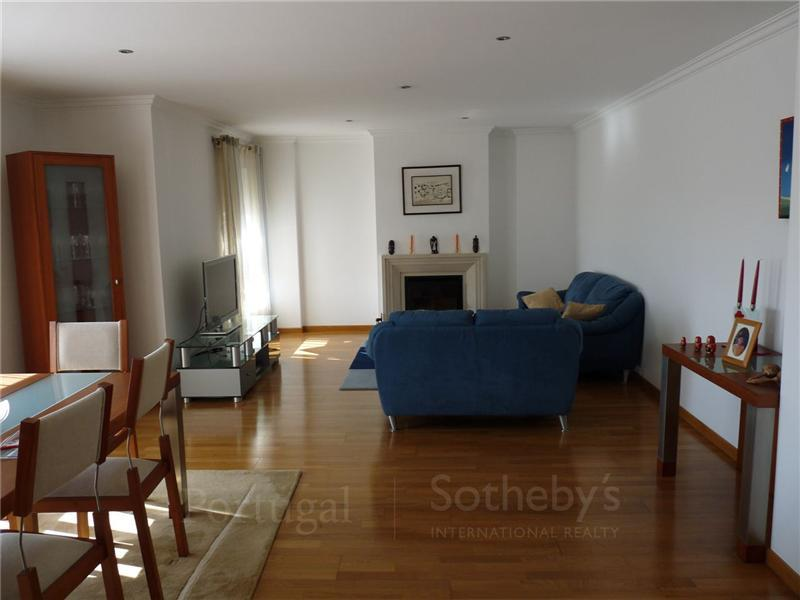 Appartement pour l Vente à Flat, 4 bedrooms, for Sale Oeiras, Lisbonne, 1495-138 Portugal