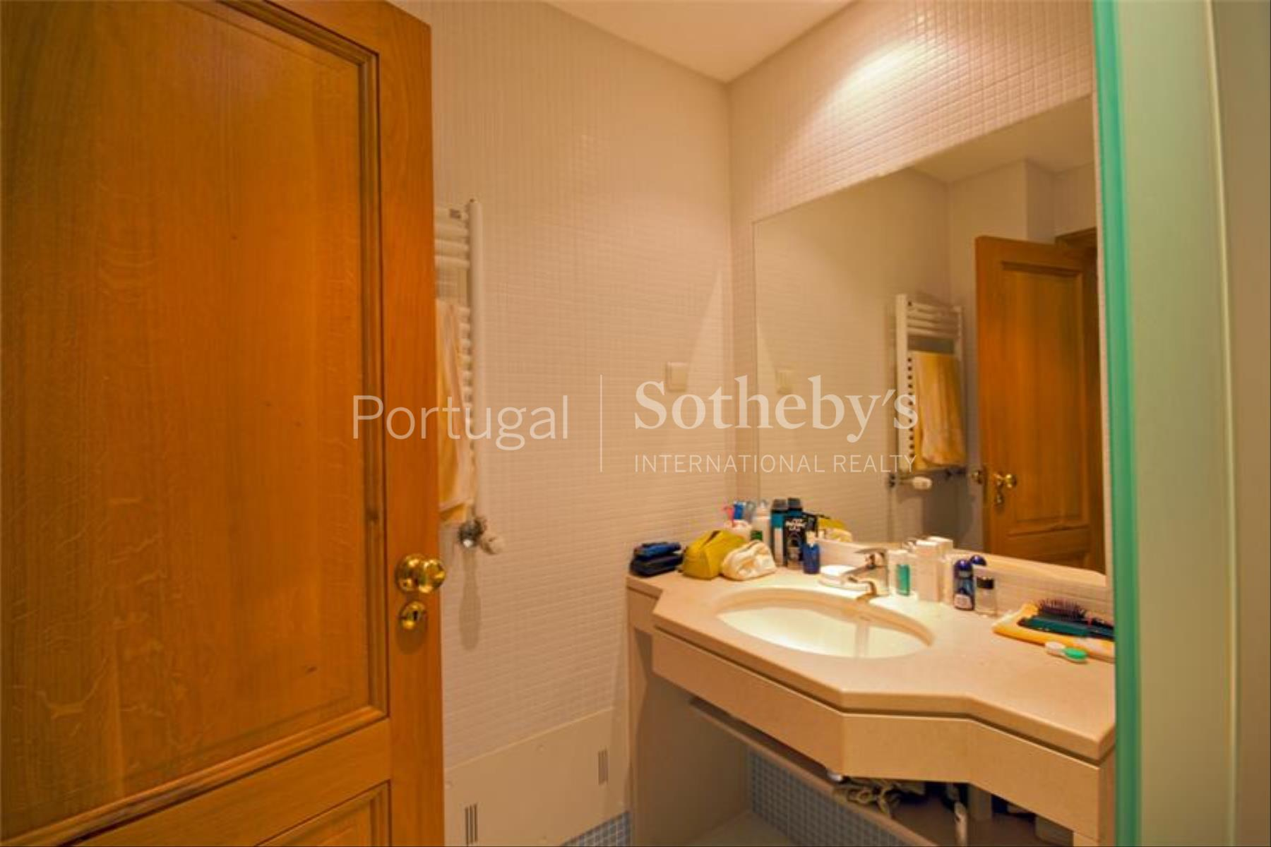 Property Of Flat, 4 bedrooms, for Sale