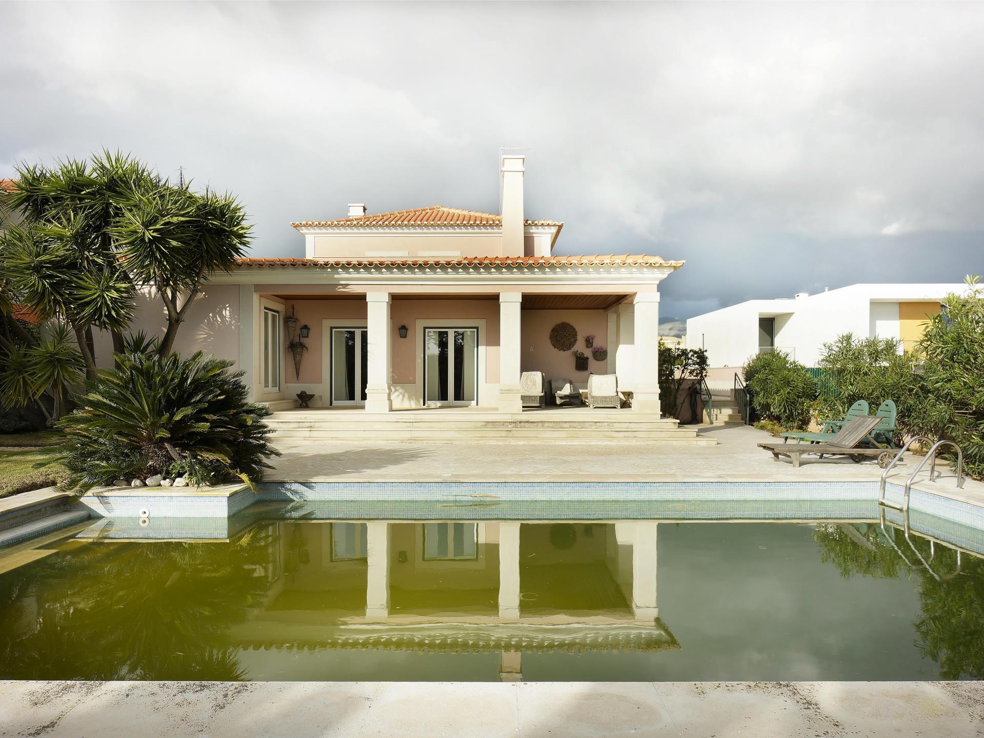 Vivienda unifamiliar por un Venta en House, 3 bedrooms, for Sale Quinta Da Moura, Oeiras, Lisboa Portugal