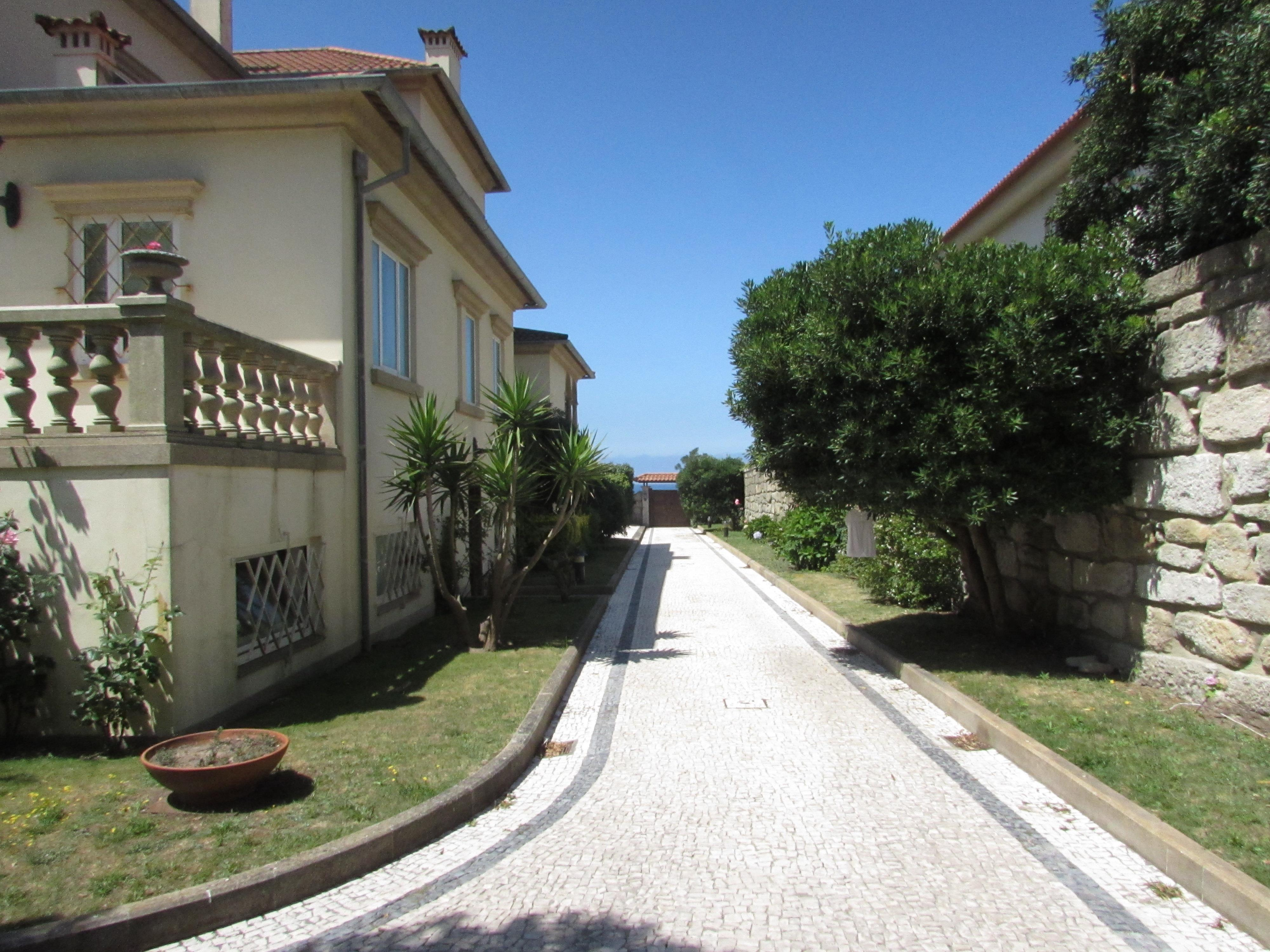 Single Family Home for Sale at House, 9 bedrooms, for Sale Porto, Porto, 4150-516 Portugal