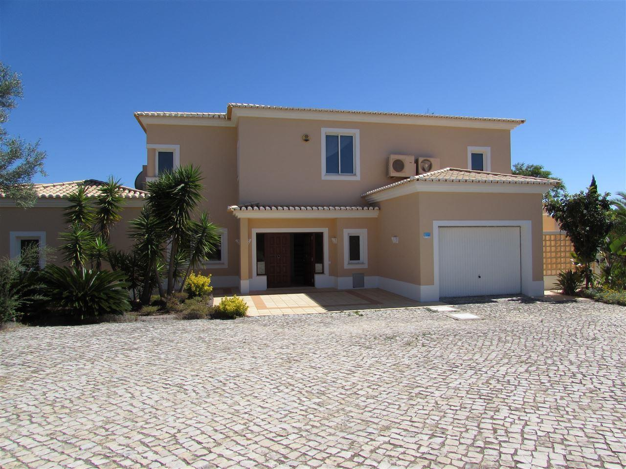 Maison unifamiliale pour l Vente à Detached house, 4 bedrooms, for Sale Lagoa, Algarve, Portugal
