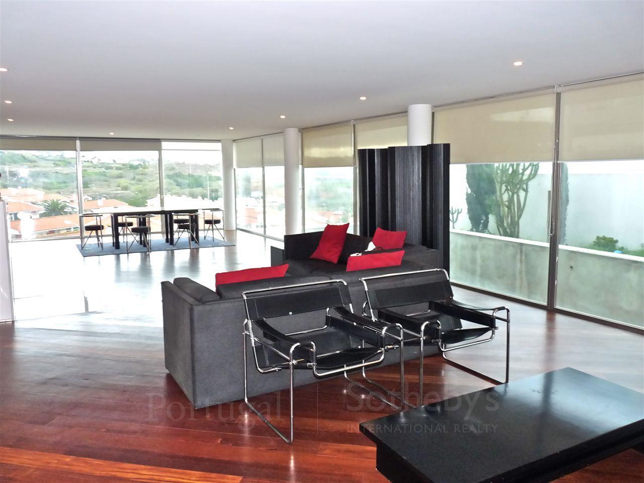 Maison unifamiliale pour l Vente à House, 4 bedrooms, for Sale Caxias, Oeiras, Lisbonne Portugal
