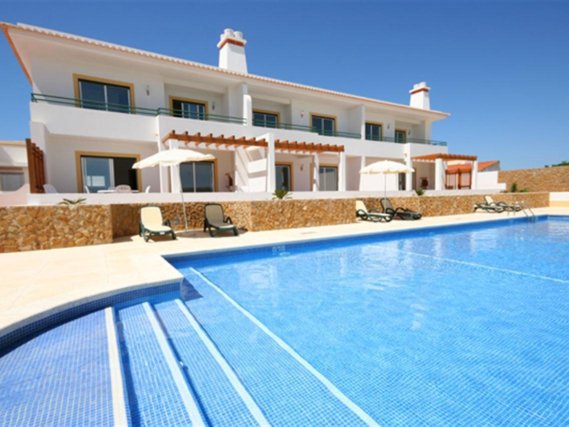 Single Family Home for Sale at Terraced house, 3 bedrooms, for Sale Other Portugal, Other Areas In Portugal Portugal