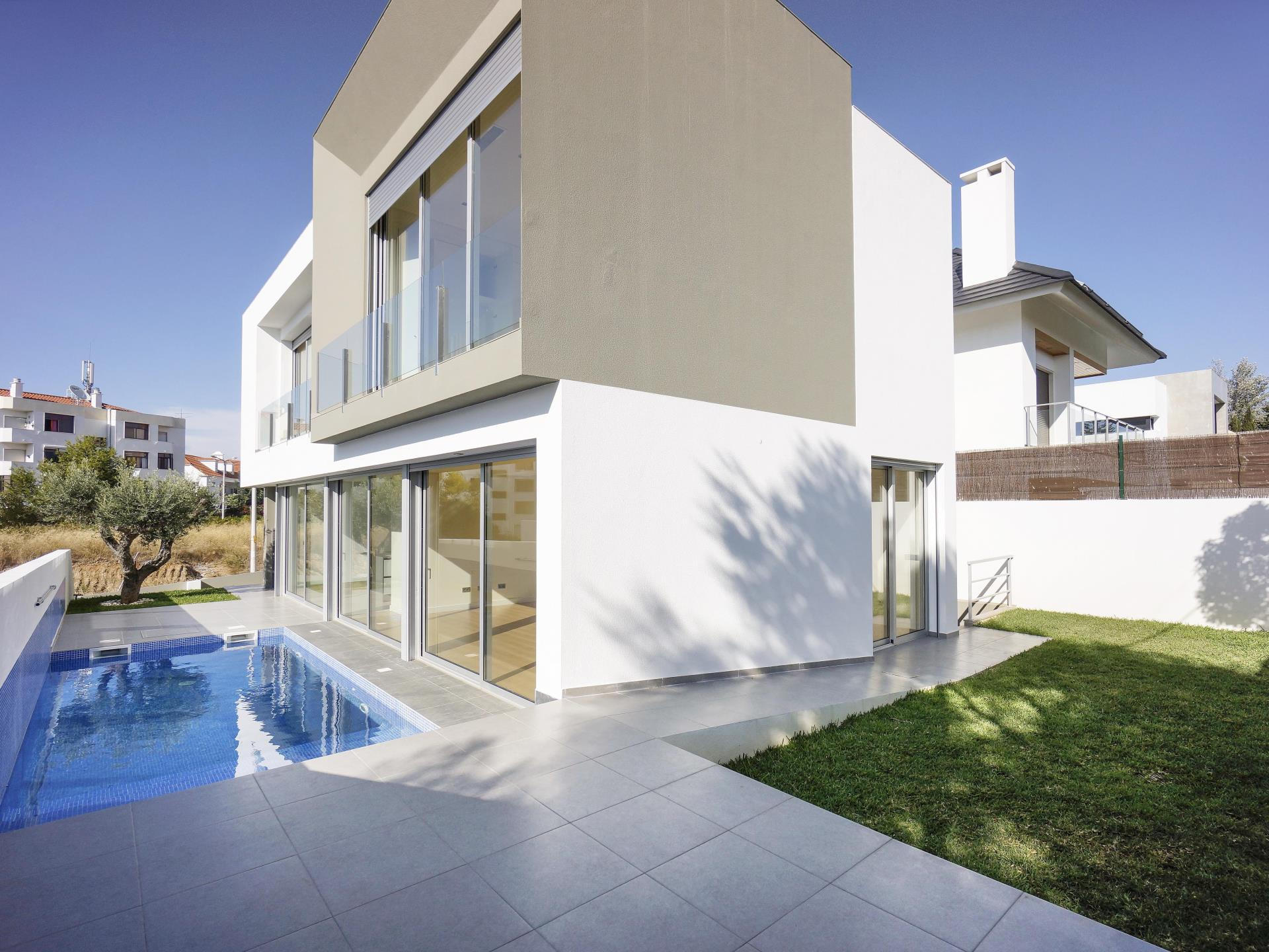 Casa Unifamiliar por un Venta en House, 3 bedrooms, for Sale Cascais, Lisboa Portugal
