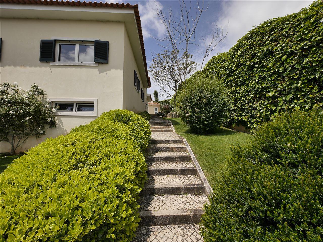 Maison unifamiliale pour l Vente à House, 4 bedrooms, for Sale Oeiras, Lisbonne, 2730-205 Portugal