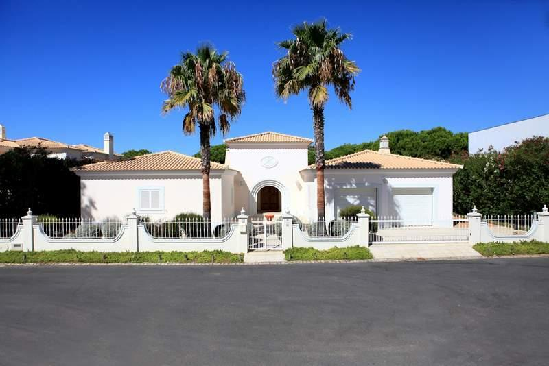 Single Family Home for Sale at House, 4 bedrooms, for Sale Loule, Algarve, 8125- Portugal