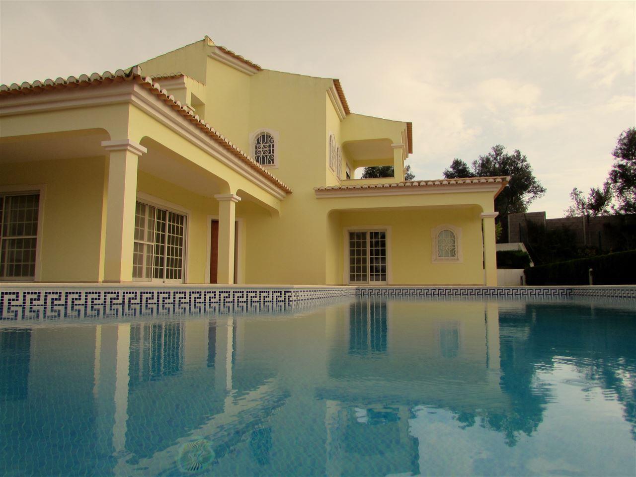 Vivienda unifamiliar por un Venta en Detached house, 4 bedrooms, for Sale Portimao, Algarve Portugal